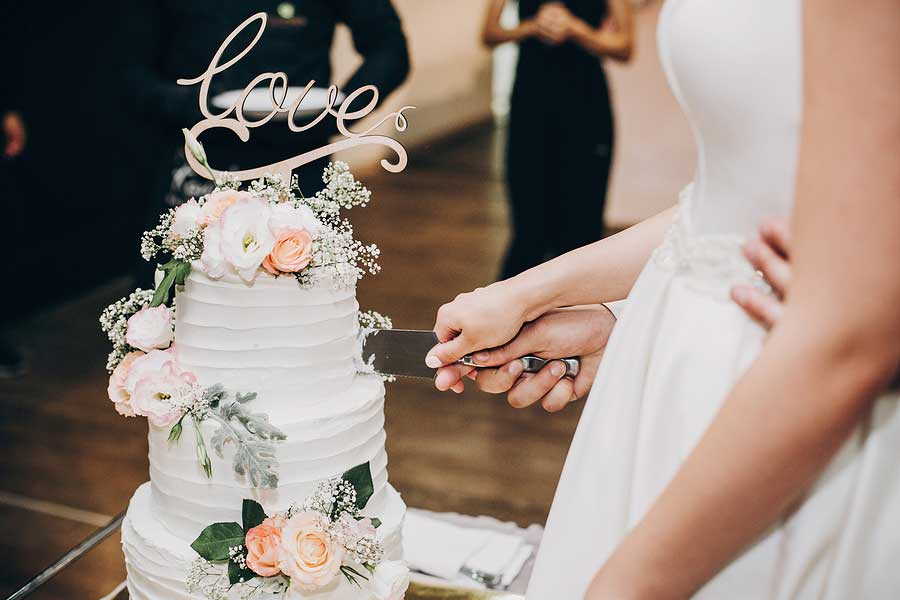 How to Save Money on Wedding Reception Venue